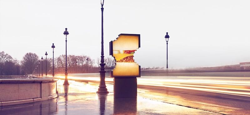 Megrágott reklámtáblákkal lepte meg Párizst a McDonald's