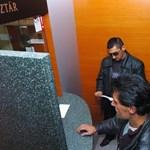Burka lehallgatott beszélgetésben mártotta be feleségét