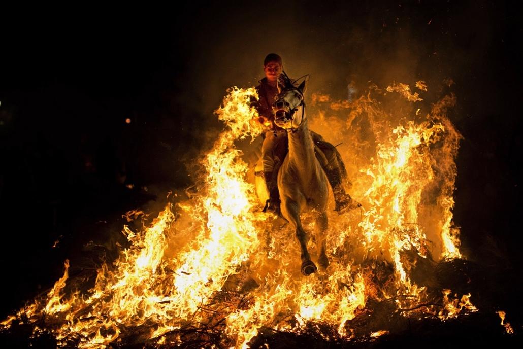 AP! 2014.01.20-ig! - Szent Antal ünnepe, Spanyolország, Madrid, 2014.01.16. tűzlovasok, máglya