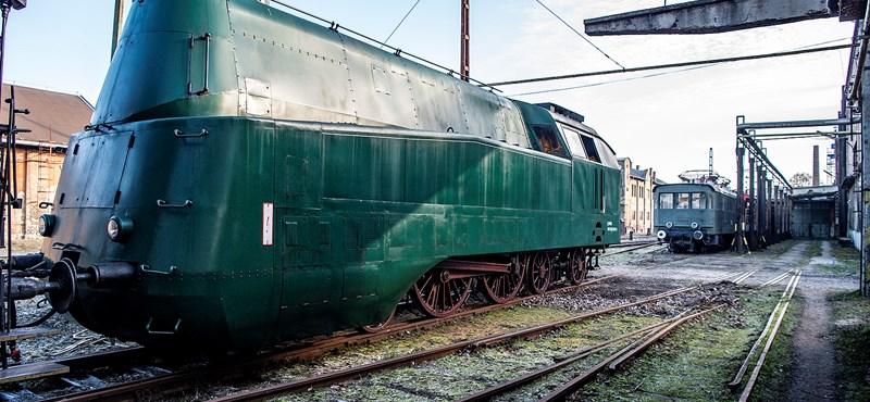 Négy különleges mozdony érkezett az új Közlekedési Múzeumhoz