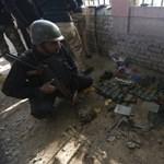 Fegyveresek támadtak egy pakisztáni iskola diákjaira