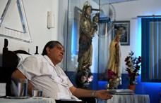 Közös maszturbálásra kényszeríthette a nőket a világhírű brazil gyógyító