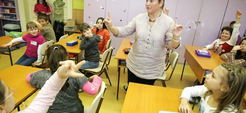 PDSZ: több ezer tanár állása kerülhet veszélybe a Matolcsy-terv miatt