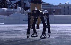 Ügyesebb az embernél: magát tanította meg korcsolyázni a 3D-nyomtatott robot – videó