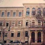 Toronymagasan vezet a BGE: ez Budapest legszebb egyetemi épülete?