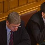 Orbánhoz és Pintérhez fordul a DK