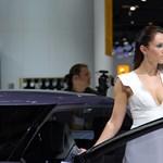 Őrült szépségverseny zajlik a Frankfurti Autószalonon - galéria