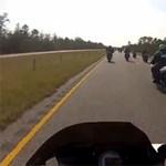 Ki az őrültebb: a motoros horda vagy a volvós nő? - videó