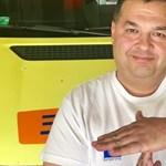 A buszmegállóból is a mentőst tapsolták, aki segített elindulni egy tanulóvezetőnek