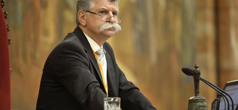 Emberi jogi bíróság: Kövér László megsértette a sajtószabadságot, amikor újságírókat tiltott ki a Parlamentből