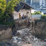 Mélygarázsba dőlt lakóház: segít az önkormányzat