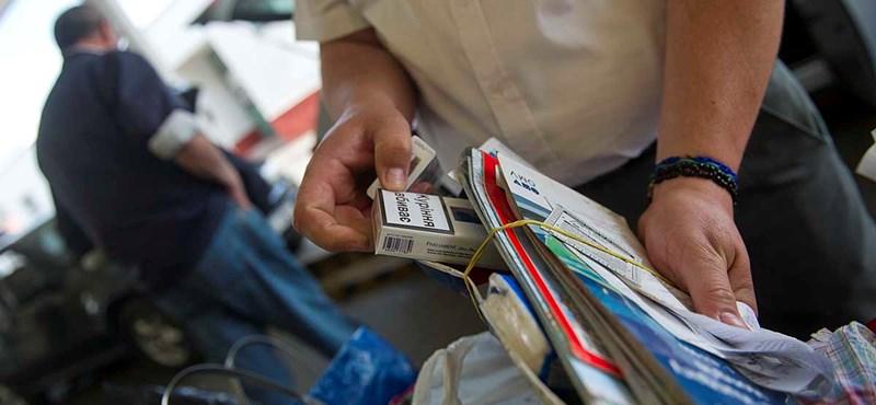 Rafinált csempészek kezére játszik a dohányosokat üldöző kormány