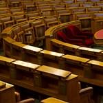 Döntött az NVB, négy megválasztott politikus nem ül be a parlamentbe