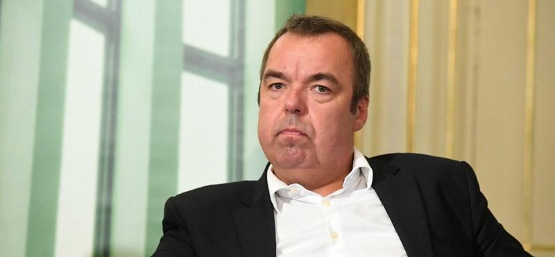 Fideszes képviselő tette helyre a kormánymédia megmondóemberét