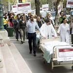 Az egészségügyi dolgozók mozgóbérei is nőnek