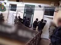 Már el is fogták a budapesti villamosmegállóban késelőket