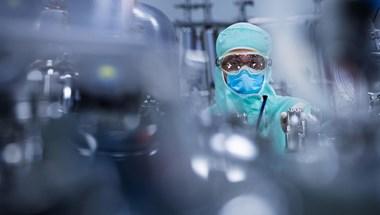 Magyarország is beszállt a koronavírus elleni oltásért folyó őrült versenyfutásba