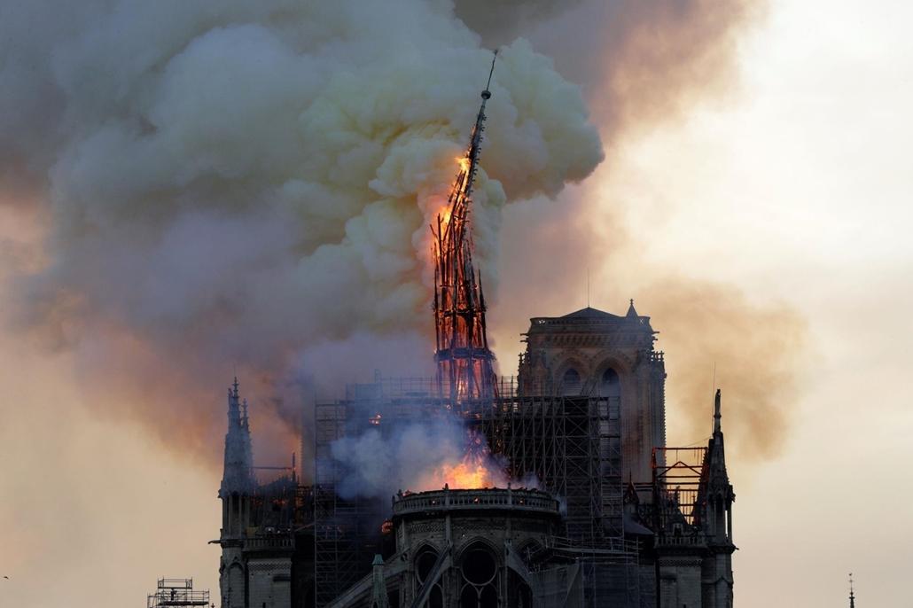 nagyítás afp.19.04.15. Notre Dame, tűz