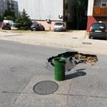 Elment egy autó, beomlott az úttest Szigetszentmiklóson – fotók
