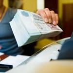 Engedményt ad a többet hitelező bankoknak a kormány