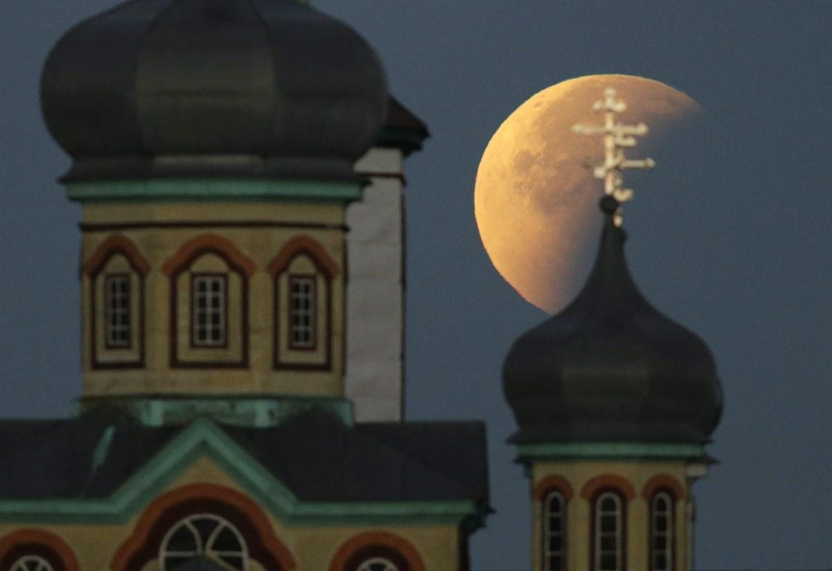 Holdfogyatkozás a világ körül