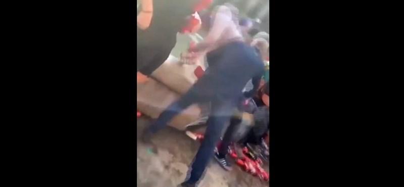 Liverpooli szurkolók lökdöstek be a szökőkútba embereket Barcelonában – videó