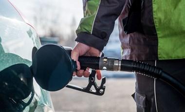 Búcsúzhatunk a 400 forint alatti benzintől, ha igaza lesz az MNB-nek