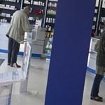 Népszabadság: Simán lenyúlhatják a betegek adatait a patikákban