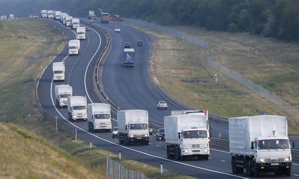 mti. Ukrán válság - Orosz segélyszállítmány 2014.08.14. Voronyezs, Orosz teherautók a kelet-ukrajnai lakosságnak szánt humanitárius segélyszállítmányt viszik az ukrán határ felé az oroszországi Voronyezstől 50 km-re 2014. augusztus 14-én.