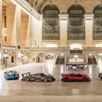 Több milliárdos autókat állítottak ki egy vasútállomáson