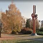Utálták a csongrádiak a bélcsavarodás szobrot, de most már akár le is festenék