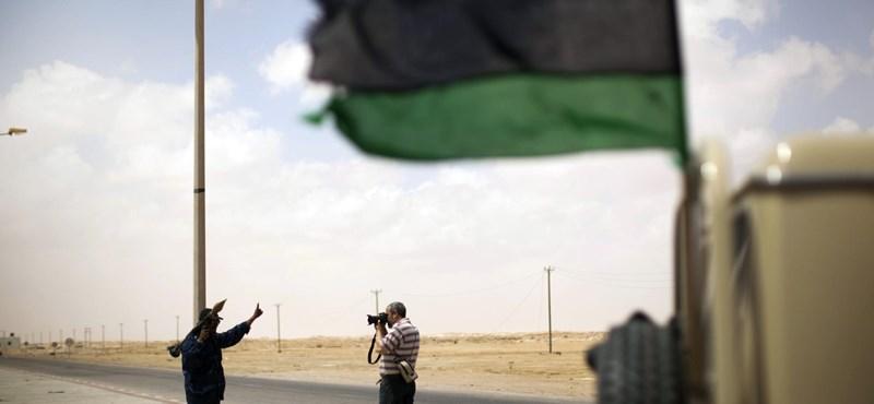 Tripolit támadták a NATO harci gépei