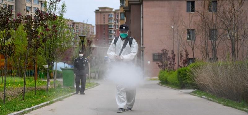 Teljesen lezártak egy 700 ezres kínai várost a koronavírus miatt