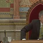 Videó: Jegyzőjére ripakodott Kövér a parlamentben