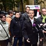 Juhász Pétert nem engedték be a kordonon belülre a Kossuth téren