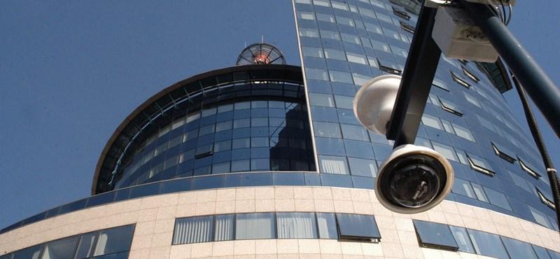 Mészáros Lőrinc szállodái rendőröket altatnak