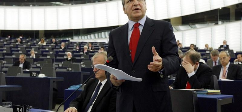 """Üzenet Barrosónak: """"hallja meg"""" a magyar civilek üzenetét"""