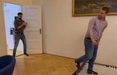 Menczer Tamás is bemutatta, milyen jól dekáznak a fideszesek