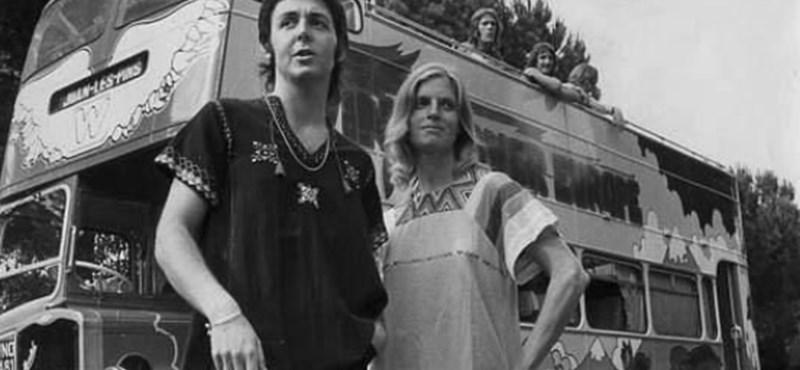 Egy tenerifei kávézó parkolójában rozsdásodott Paul McCartney varázsbusza