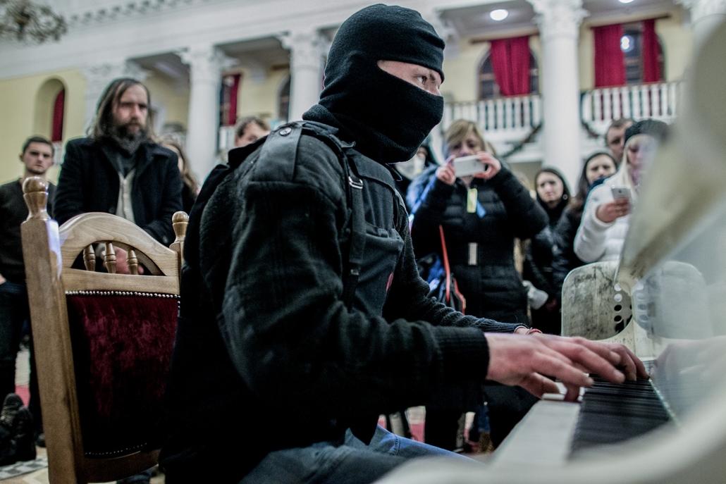 NE használd_! - Magyar fotográfusok háborús képei 100 éve és ma - nagyítás - Kijev, Ukrajna - 2014. február 23.