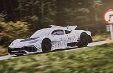 Videó: A hangja teljesen olyan, mint egy mai Forma–1-es kocsié a Mercedes-AMG szuperritka utcai autójának