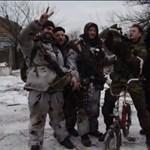 Videó: Gránátvetővel bicikliztek az ünneplő szakadárok az elfoglalt Debalcevében