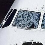 Elbánt jégeső egy utasszállító repülőgéppel – fotó