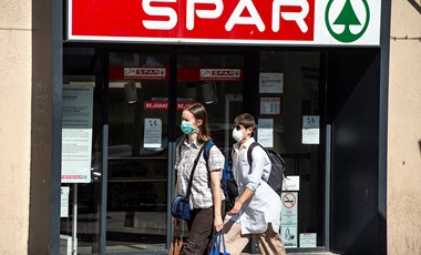 Ingyen maszkot ad a feledékeny vásárlóknak a Spar
