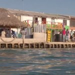 500-an laknak egy focipálya méretű szigeten, mégis boldogok