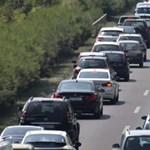 Több autó ütközött az M5-ösön, hatalmas a dugó