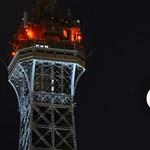 Lekapcsolják az Eiffel-torony fényeit Aleppó miatt