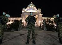 Nem vezetnek be kijárási tilalmat Belgrádban, engedtek a tüntetőknek