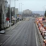 Megbomlott a zajvédő fal a Budaörsi úton, dugó várható