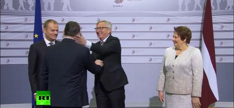 """""""Érkezik a diktátor"""": így csattant Juncker taslija Orbánon – videó"""